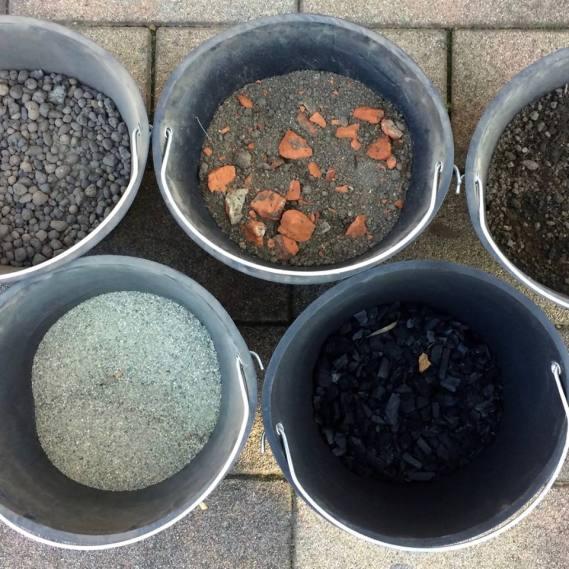 Qualche campione di terreno per costruire una stratigrafia e toccarla con mano
